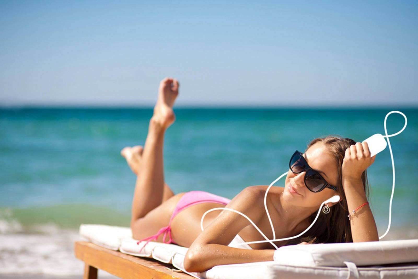 Фото девушки на пляже в черногории
